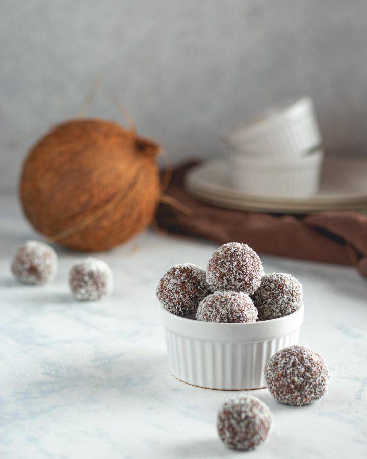 Čokoladne kuglice sa lješnjacima i kokosom